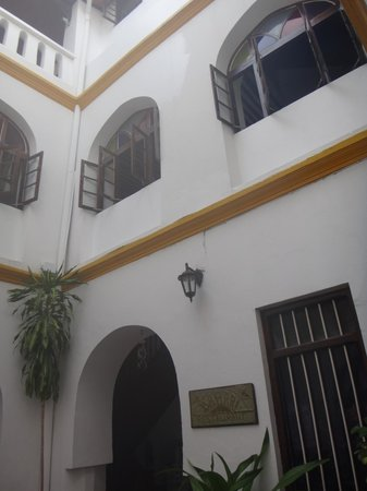 Tembo House  Hotel & Apartments : Inner courtyard at Tembo