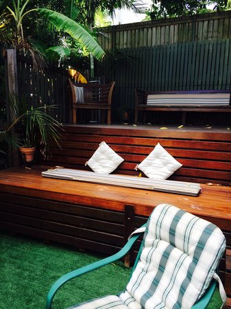 Cream Gables Bed & Breakfast: Upper deck
