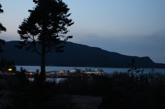 Anacortes Ship Harbor Inn: Washington State Ferry Dock - Guemes Channel and Cypress Island