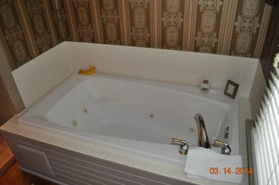 White Birches Inn: Spa Tub