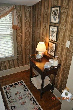 White Birches Inn: Nice table in Spa Room