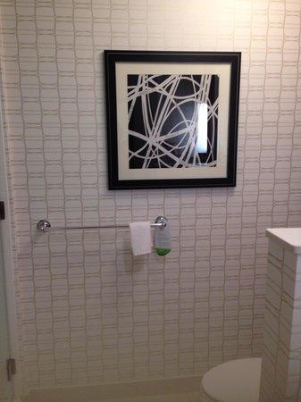 Courtyard Wilmington Downtown/Historic District: Bathroom