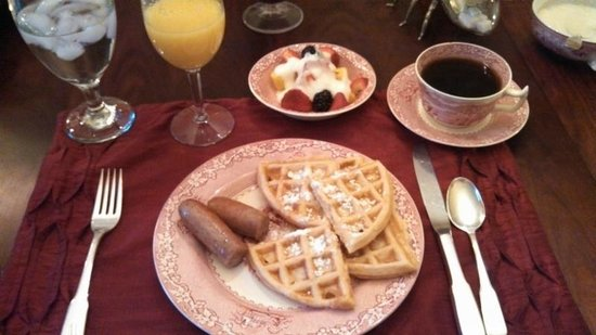 White Birches Inn : Waffle Sausage and Fruit Breakfast