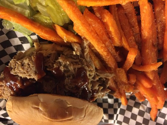 "Longhorn Restaurant : ""Famous pulled pork"" and sweet potato fries"