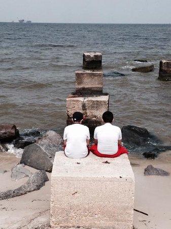 Fort Morgan State Historic Site : Boys enjoying the ocean view.