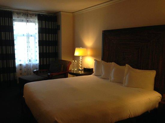 Kimpton Solamar Hotel: Comfortable bed
