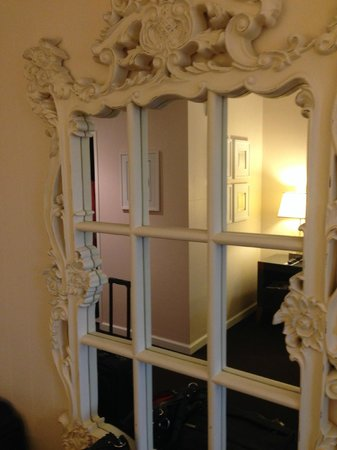 Kimpton Solamar Hotel: Lovely mirror in room