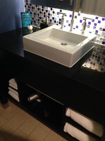 Kimpton Solamar Hotel: Bathroom vanity