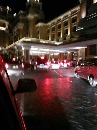 ITC Grand Chola, Chennai: traffic jam at the main enterance
