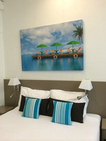 By The Sea Port Douglas: Bed