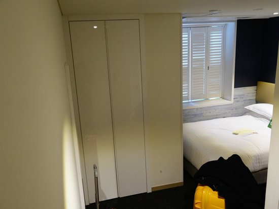 The Grand Hotel Myeongdong: Wardrobe that's quite big