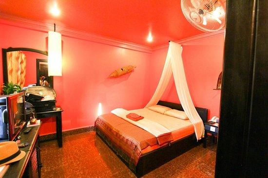 Golden Butterfly Villa: Room