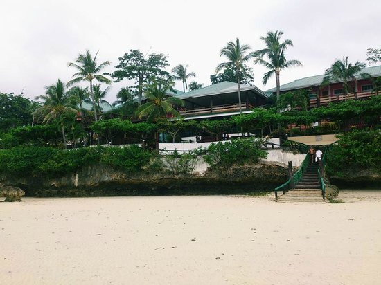 Santiago Bay Garden & Resort: Hotel view from the beach during low tide