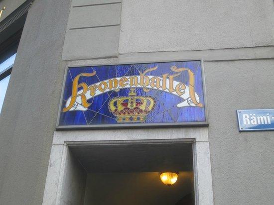 Kronenhalle: Entrance