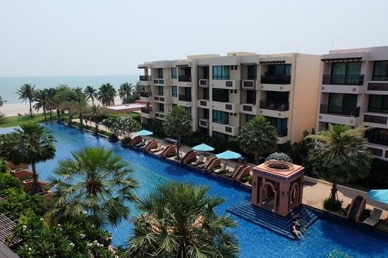 Marrakesh Hua Hin Resort & Spa: condo area with long pool