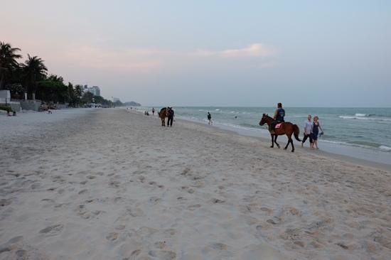 Marrakesh Hua Hin Resort & Spa: beach in front of hotel