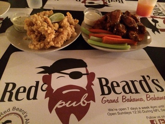 Red Beard's Pub: Red Beard's wings and fried conch.