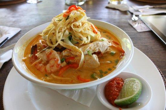 Nam at Bon Ton: Nyonya laksa for lunch