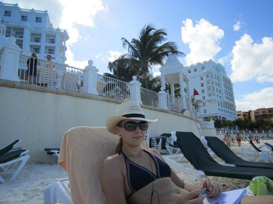 Hotel Riu Palace Las Americas: Пляж у отеля.