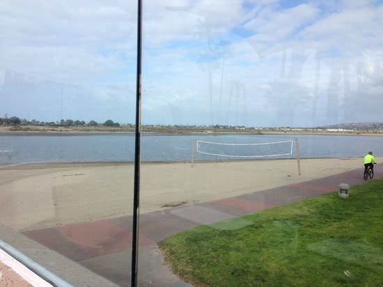 Hilton San Diego Resort & Spa: View of the bay from Terrace at Breakfast