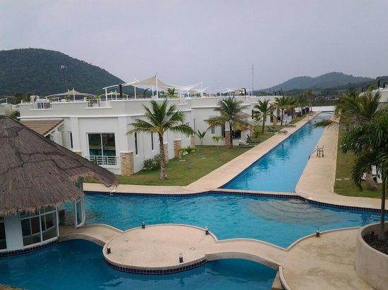 Oriental Beach Pearl Resort: each villa is close to the beach