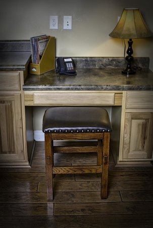 Primrose Inn and Suites: Casita Full Suite desk workstation with free Wi-Fi