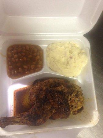 Smokey Pig Bar-B-Q : The half chicken is the best!!!!!