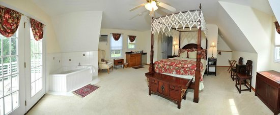 Bay Cottage Bed & Breakfast : Bay Cottage Room with views and Jacizzu