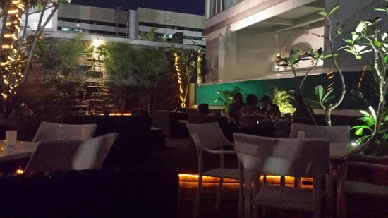 HARRIS Suites FX Sudirman : Poolside