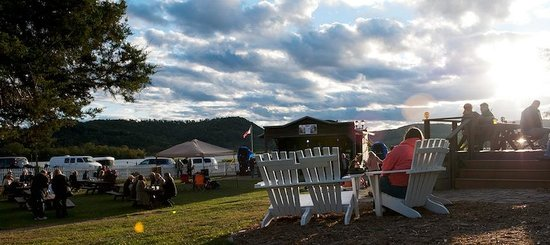 Trempealeau Hotel: Hotel grounds during Tremptober Fest