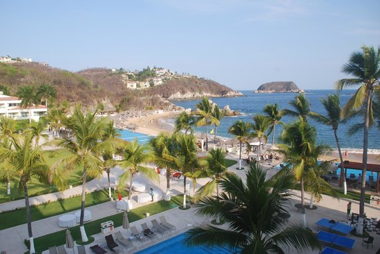 Dreams Huatulco Resort & Spa : View from our room
