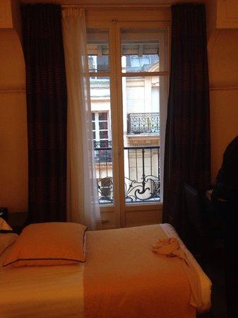 Hotel Astra Opera - Astotel: ダブル仕様をベットを離してツインにしました。