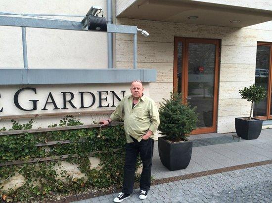 Hotel Castle Garden: Vor den Hotel