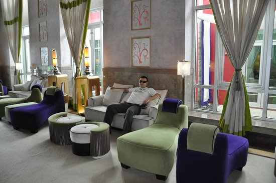 Hotel Victor : фойе отеля