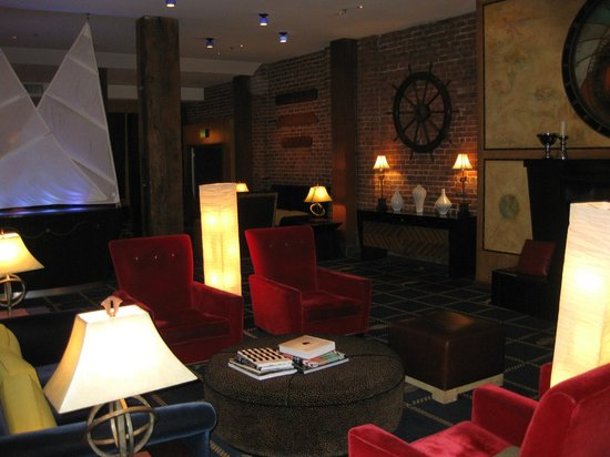 Argonaut Hotel, A Noble House Hotel: The lobby where the wine happy hour is held.