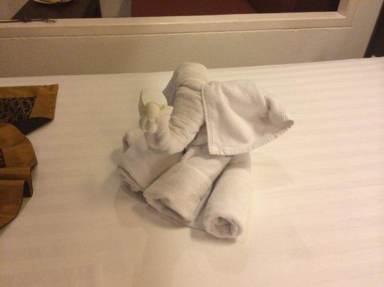 Banana Fan Sea Resort: elephant towel on bed