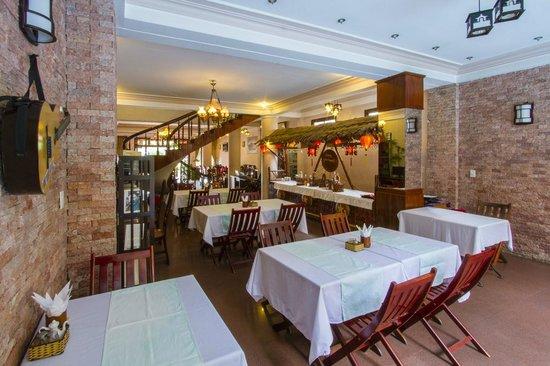 Nhi Nhi Hotel: The restaurant