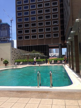Carlton Hotel Singapore: swimming pool area