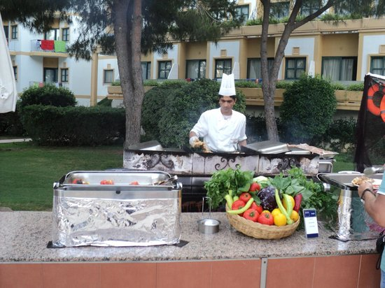 Crystal Tat Beach Golf Resort & Spa : BBQ