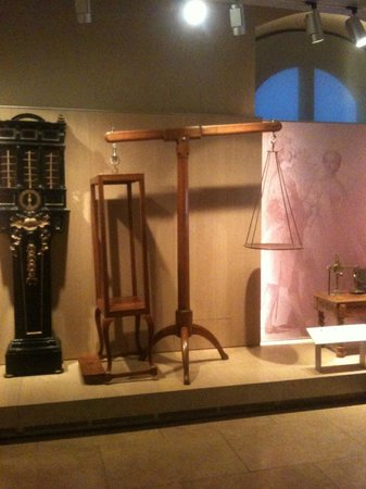 Museo Galileo - Institute and Museum of the History of Science: Ancient giant scales