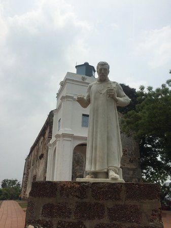 A Famosa Fort: The lookout tower, the statue and the fort