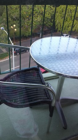 Metro Hotel Tower Mill On Wickham Terrace: Chairs that need better care