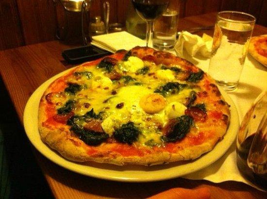 Pizzeria Osteria da Giovanni: Pizza w ricotta, spinaci and more