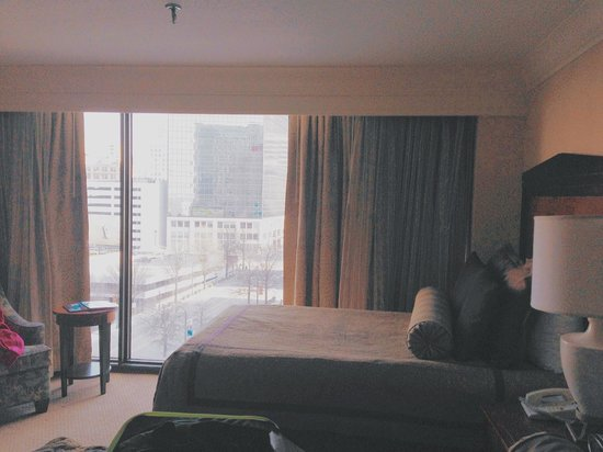 Omni Atlanta Hotel at CNN Center : Rooms are spacious and bright