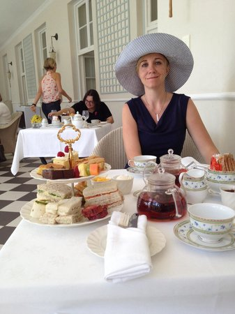 Belmond Mount Nelson Hotel: Nice table with pretty woman😄