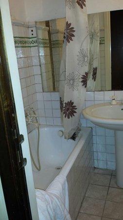 A Via dei Giubbonari 23: Bagno privato camera tripla