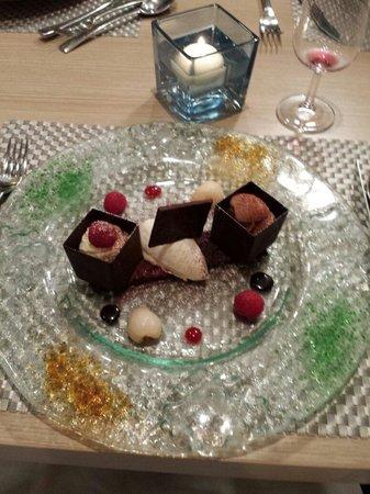 Restaurant Comte Roger: Duo chocolat litchi et framboise