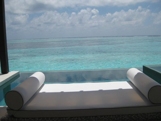 PER AQUUM Niyama Maldives : Sunlounge by our suite's private pool