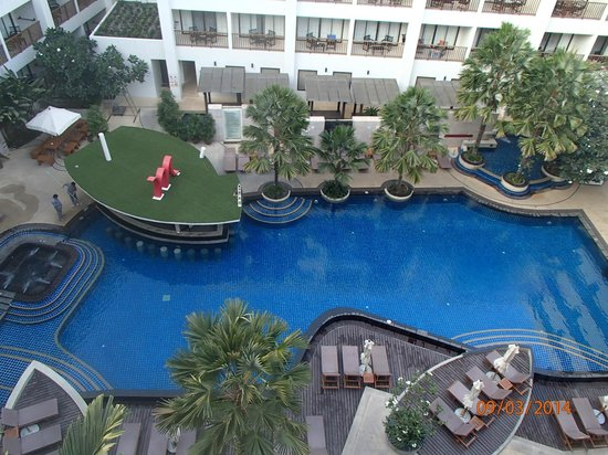 Deevana Plaza Phuket Patong: The pool was amazing