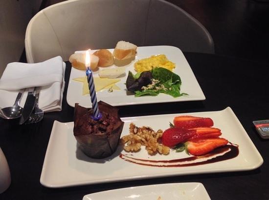 Naumi Hotel : Geburtstagsmuffin
